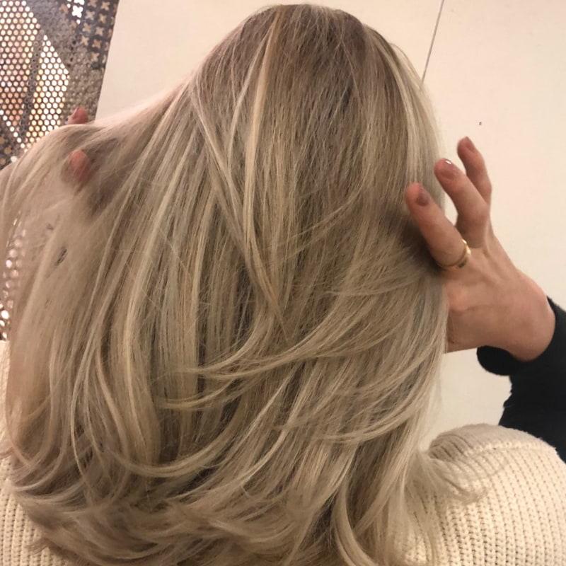 Började gå till By Jacobs för ett år sedan! Mitt hår har hållit sig frisk sen dess! <3 – Photo from By Jacobs Hair & Beauty by Sofia S.