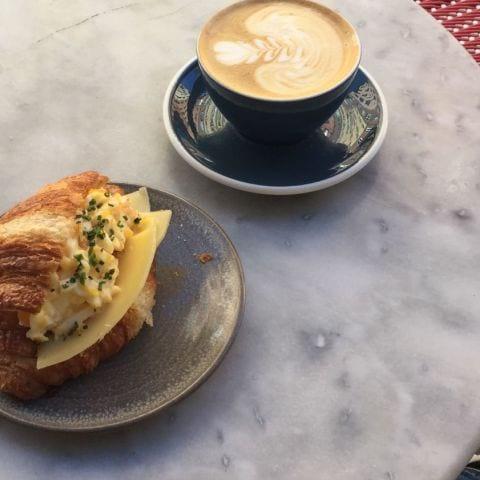 Den gudomliga croissanten på bild! – Bild från Café Pascal Södermalm av Caroline L.