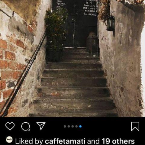 Cafe´Kaffekoppen- den hemliga ingång till källaren – Bild från Café Kaffekoppen av Madiha S.