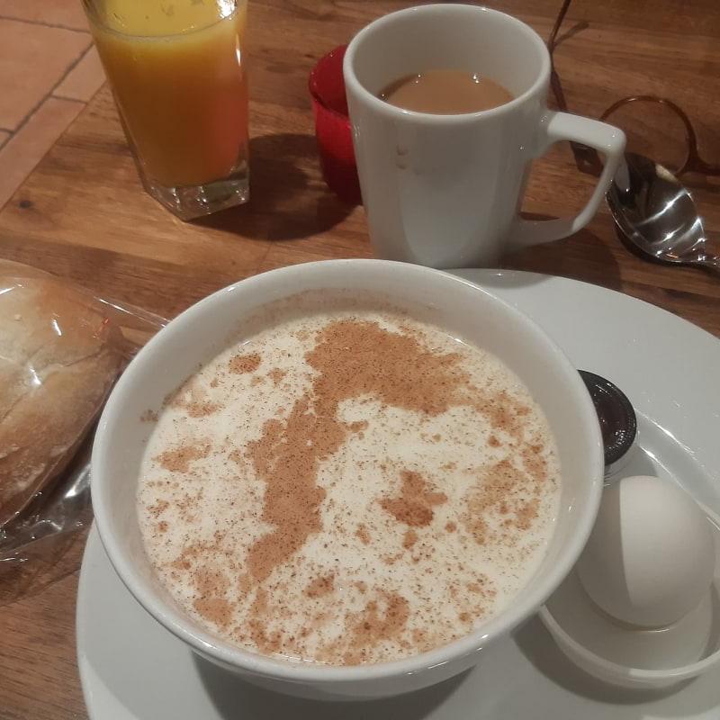 Risgrötfrukost. – Bild från Café TinTin av Jan U.