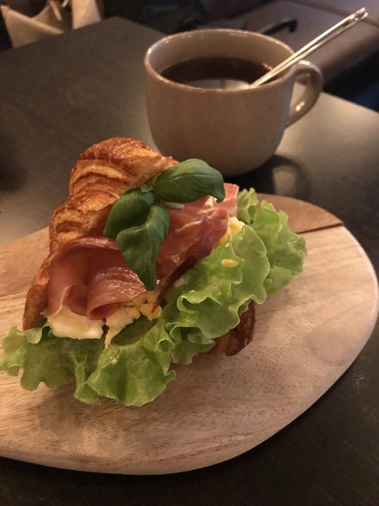 Frukostcroissant – Bild från Café Fix av Jessica K.