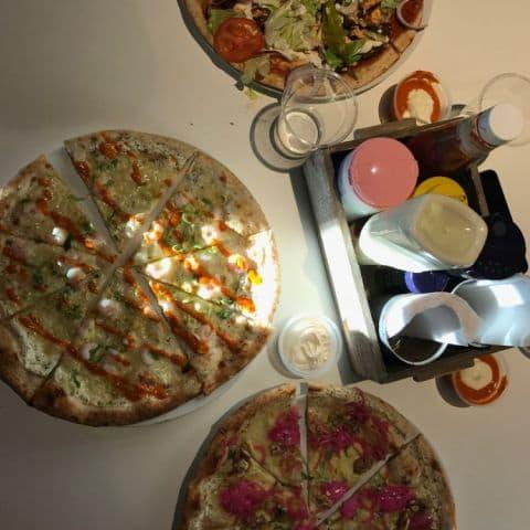 Uppifrån: Heta räkan, Kebab, Chevre – Bild från CGs Streetfood av Adam L.