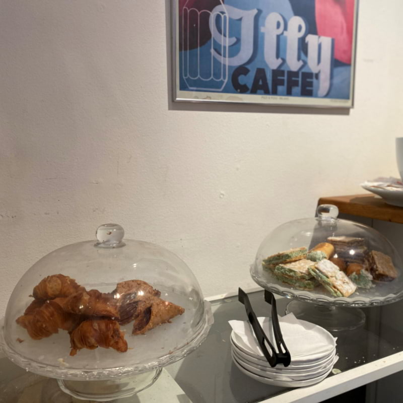 Hembakad Italienskt delikatesser – Bild från Coffee Gallery av Madiha S.