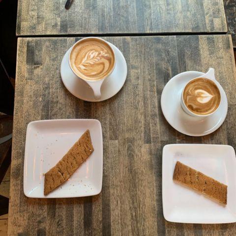 Kaffe och sirapskaka – Bild från Da Matteo Vallgatan av Malin S.