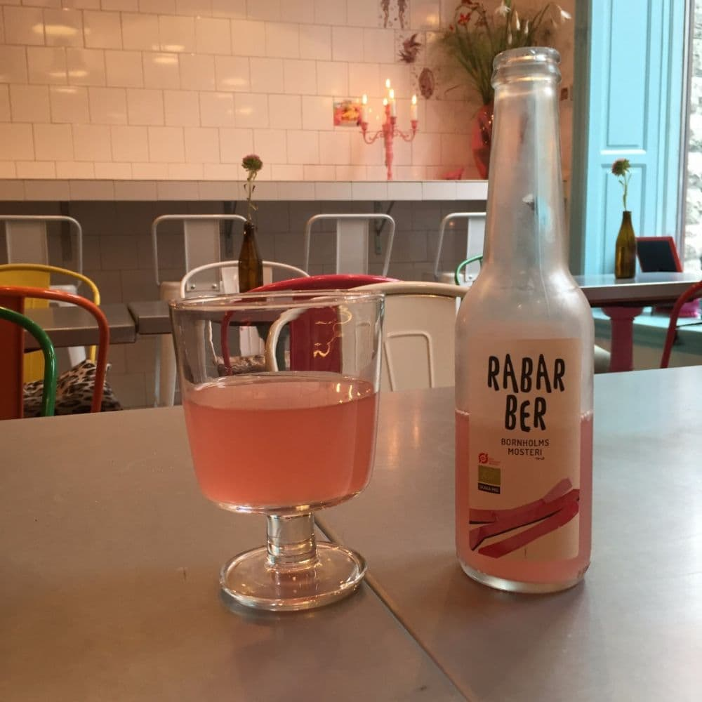 Grymt utbud av småskaligt producerad dryck. Med eller utan alkohol;) – Bild från EatwithJonna av Carolina B.