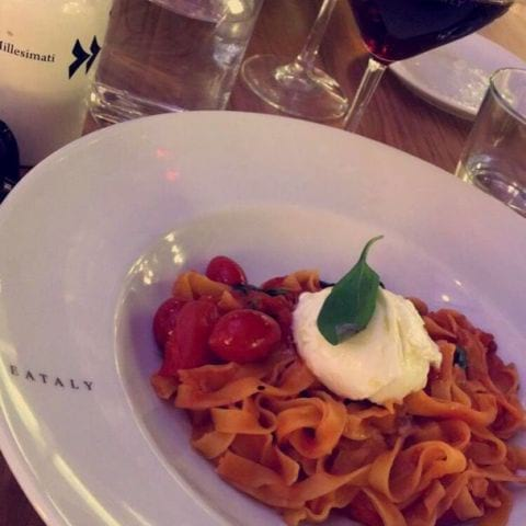 Tagliatelle med tomatsås och burrata, vinnande kombo! – Photo from Eataly by Louise T.
