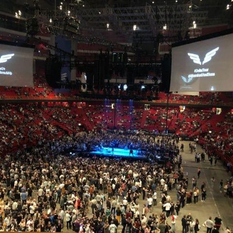 Innan konsert, scenen i mitten. – Bild från Ericsson Globe av Ida B.