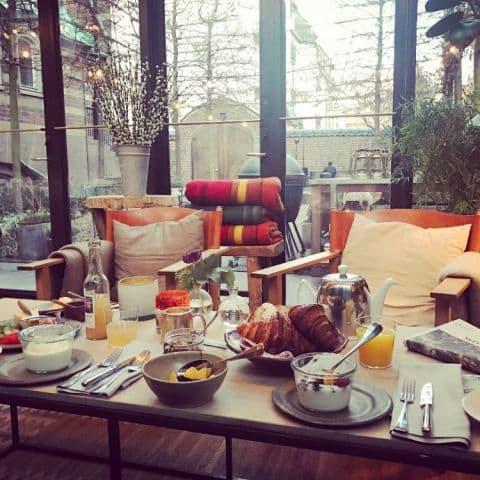 Frukost i orangeriet – Bild från Ett Hem av Adam L.