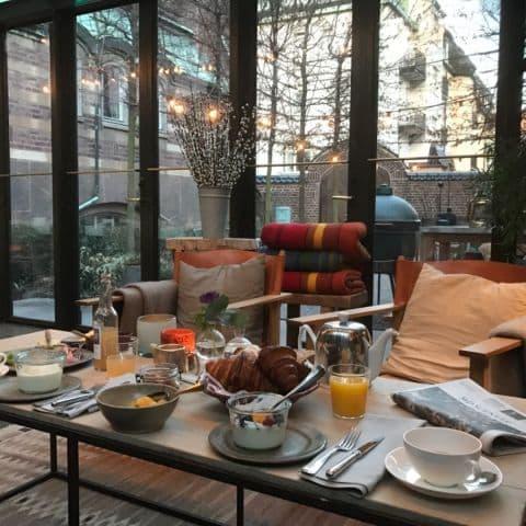 Frukost i orangeriet – Bild från Ett Hem av Malin S.
