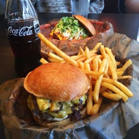 Flippin – Bild från Flippin' Burgers av Adam L.