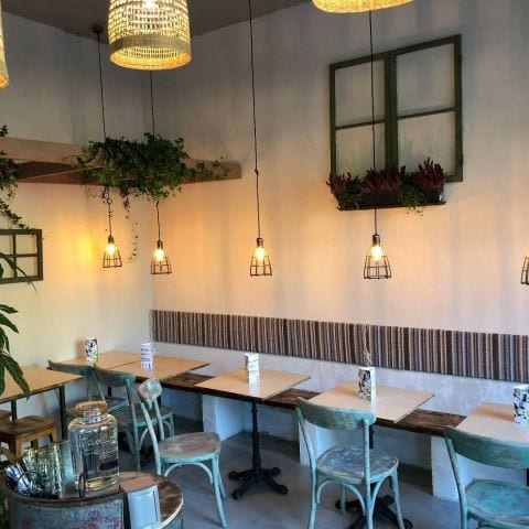 Snygg seating area – Photo from Foren Food & Bakery by Per N.