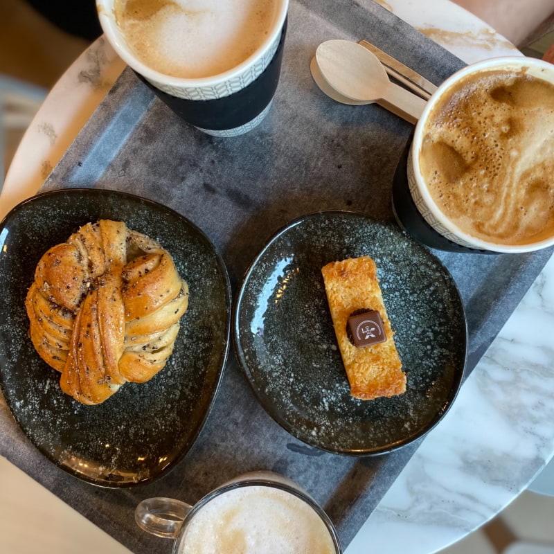 Kokos brownie, kardemumma bulle – Bild från Gateau Näsbypark av Madiha S.