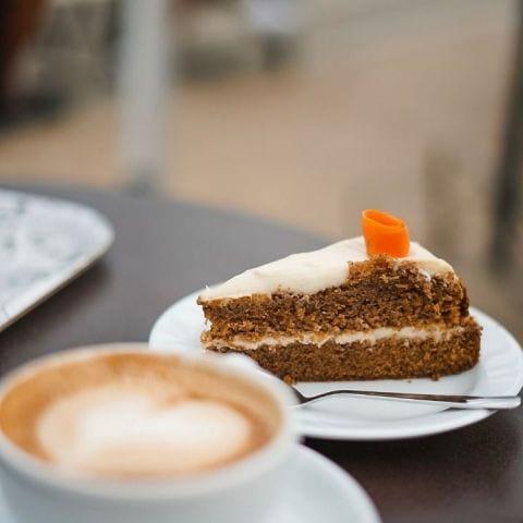 Bästa morotskakan? Kanske! – Bild från Gamla Orangeriet Restaurang & Café av Marcus S.