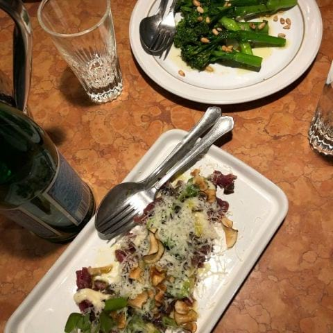 Råbiff och broccolini – Bild från Gastrotek Zink av Adam L.