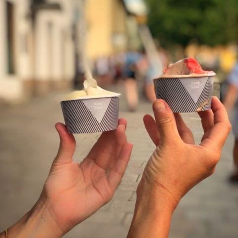 Pistage, hasselnöt, hallon och mjölkchoklad. – Bild från Gelato Scarfó av Annelie V.