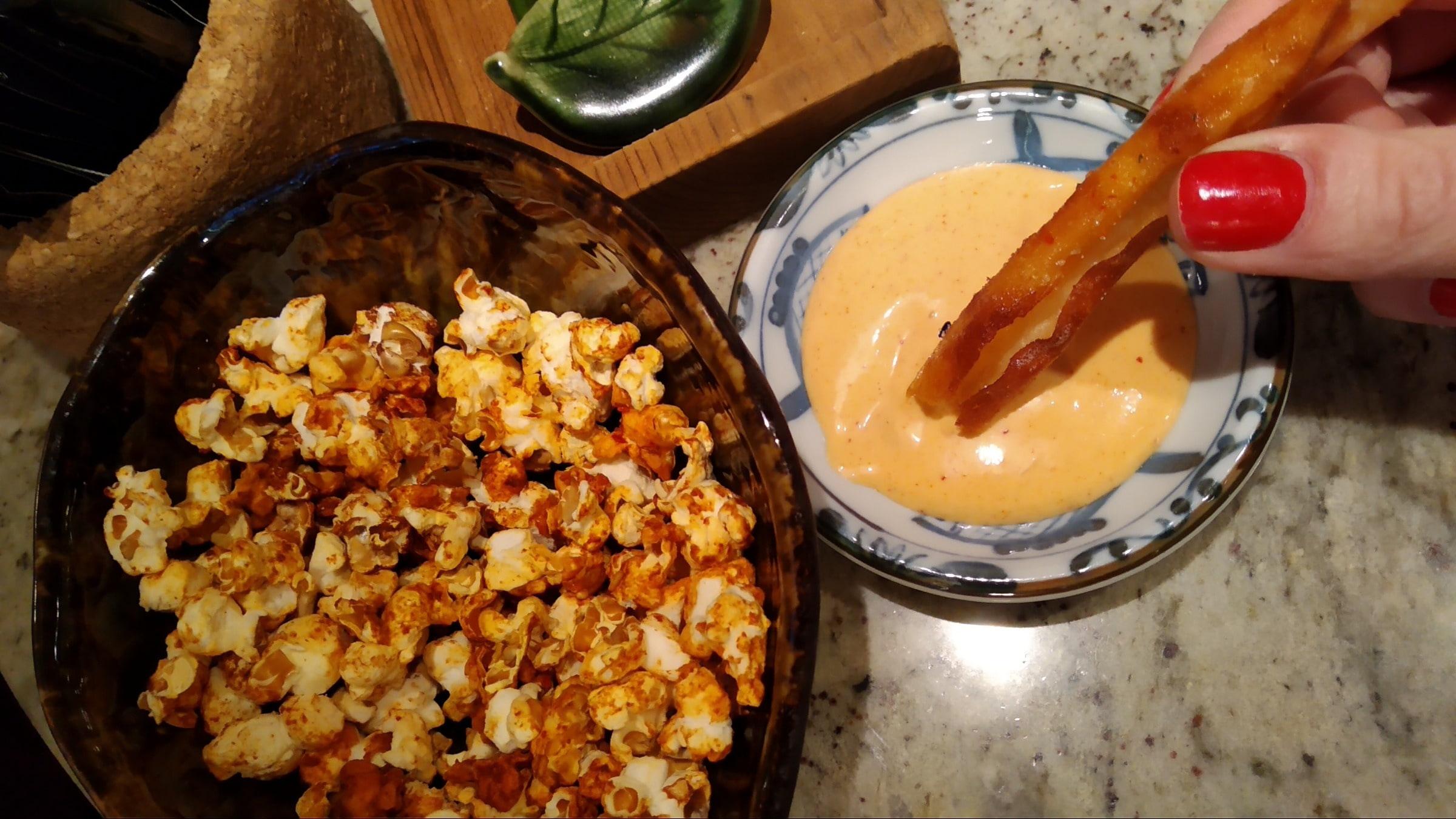 Kimchi popcorn & sweet potato chopsticks – Bild från GOMA Gastropub av Katarina D.