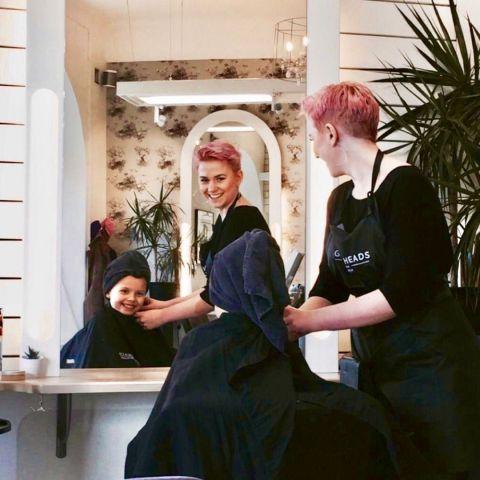 Mathilda är en av de kunniga och duktiga frisörerna på salongen! – Photo from Green Heads Sofo by Linda U.