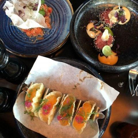 Löjromstacos, råbiff och laxtartar – Bild från Griffins' Steakhouse av Adam L.