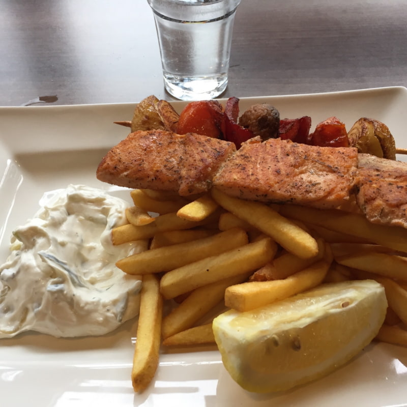 Lax- och grönsaks souvlaki – Photo from Grekiska Grill & Bar Globen by Peter B.