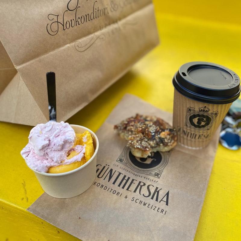 Cappuccino,Tosca och jordgubb glass – Bild från Güntherska Hovkonditoriet av Madiha S.