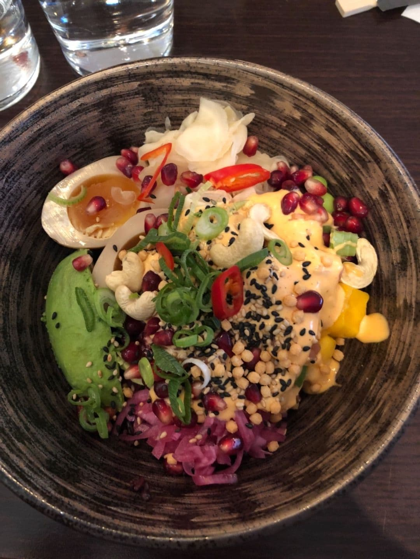 Poké bowl – Bild från Hattori Sushi Devil Drottninggatan av Adam L.
