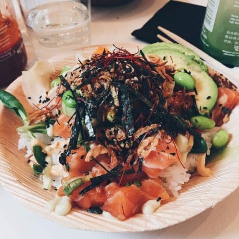 Lunch i Hornstull – Bild från Hawaii Poké av Estelle B.