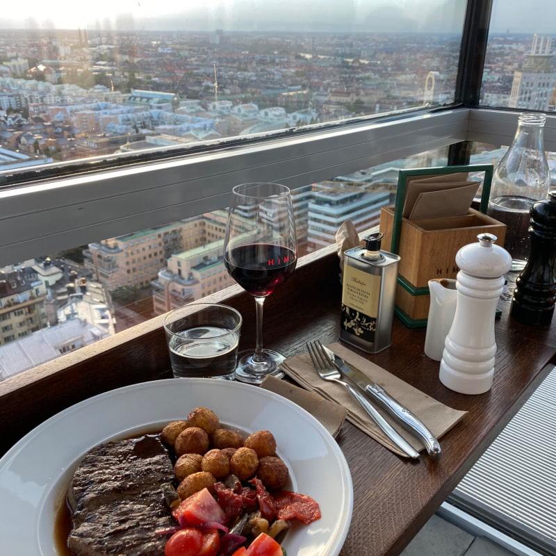 Biff minute med friterad potatis, rödvinsås och grillade grönsaker. 315kr – Bild från Himlen av Lisa S.