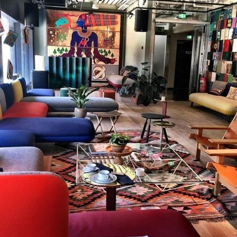 Loungen på övervåningen – Bild från Hobo Stockholm av Katarina D.