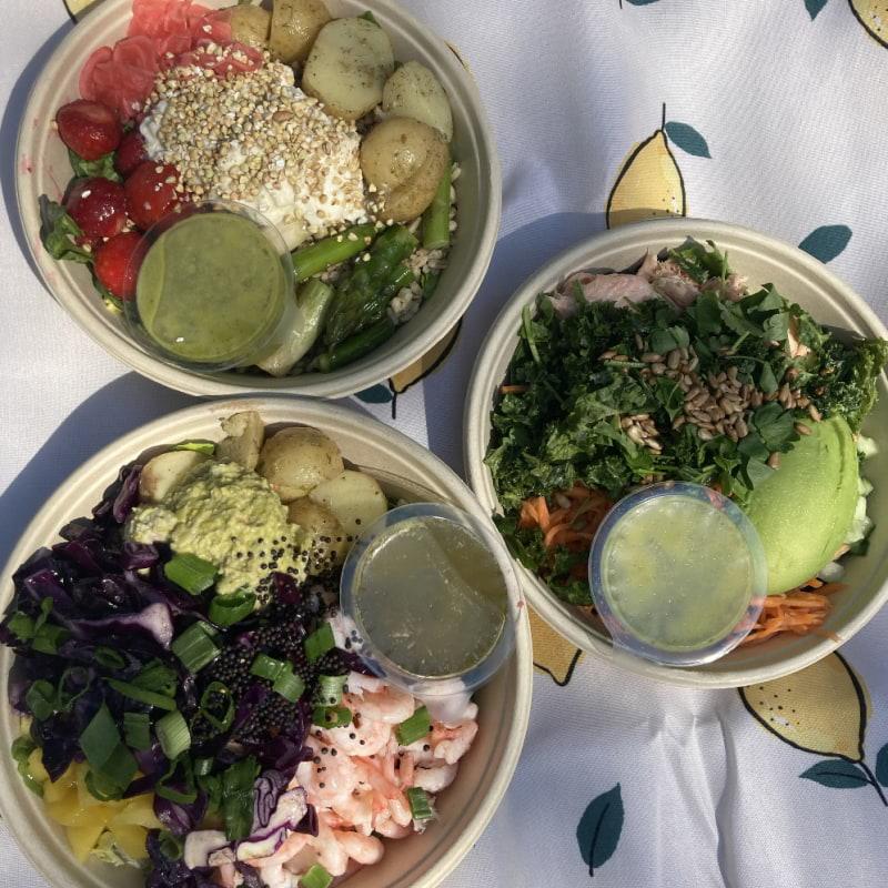 Regnbågsräka, Bär & Burrata och en sallad med lax – Bild från Holy Greens Kungsgatan av Jessica K.