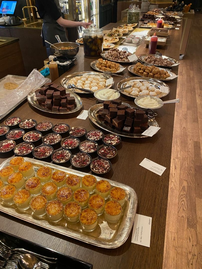 Dessertbordet på brunchen – Photo from ISAAN' by Adam L.