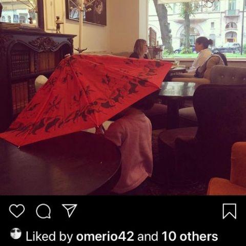 en regnig dag på Kafe´Karla – Bild från Karla Café av Madiha S.
