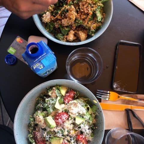 Kale ceasar med räkor och avokado. Min vän tog en god kyckling sallad. – Photo from Kale & Crave by Annelie V.