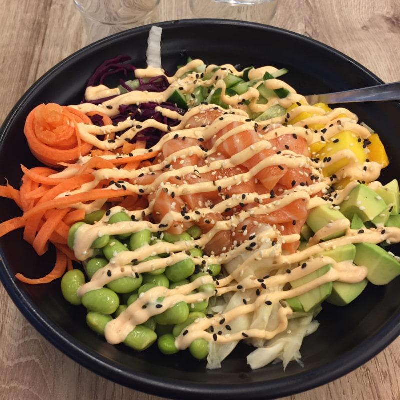 Poke Bowl med lax – Photo from Koi Sushi Gyoza Globen Shopping by Peter B.