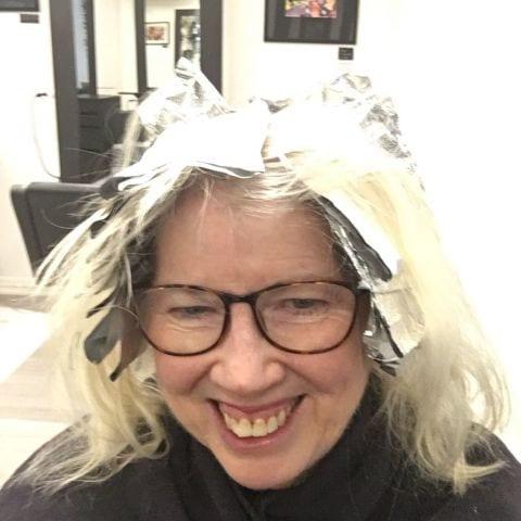 Njuter av att läsa och vet att jag kommer att se jättesnygg ut i håret till Jul! – Bild från Kokoro av Caroline B.