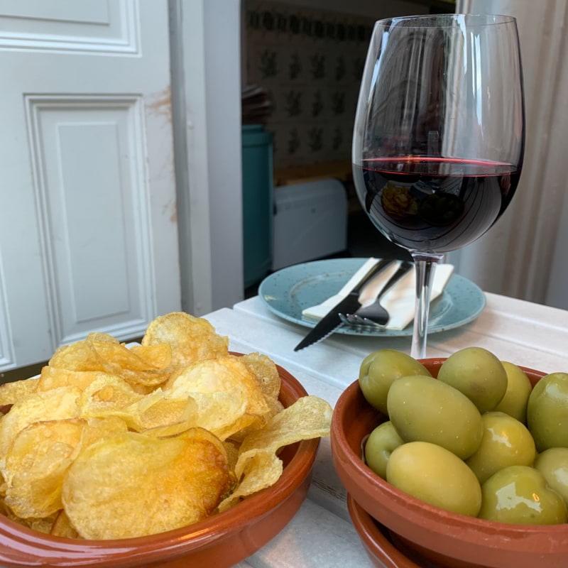 Kolla på oliverna 🥺 – Photo from La Tonteria by Sarah A.