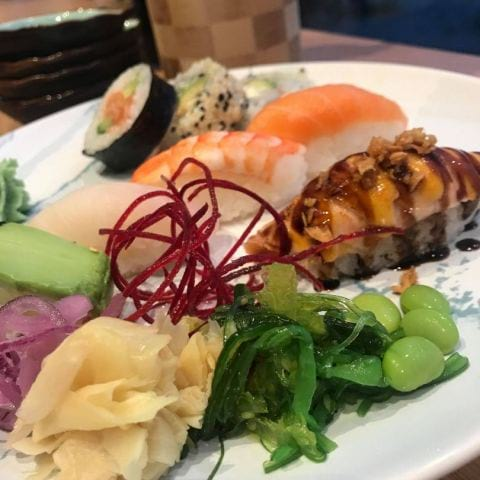 8 bitar klassisk sushi med grillad lax som pricken över i. Trevligt serverat på passande porslin! – Photo from Lemona Sushi by Carolina B.