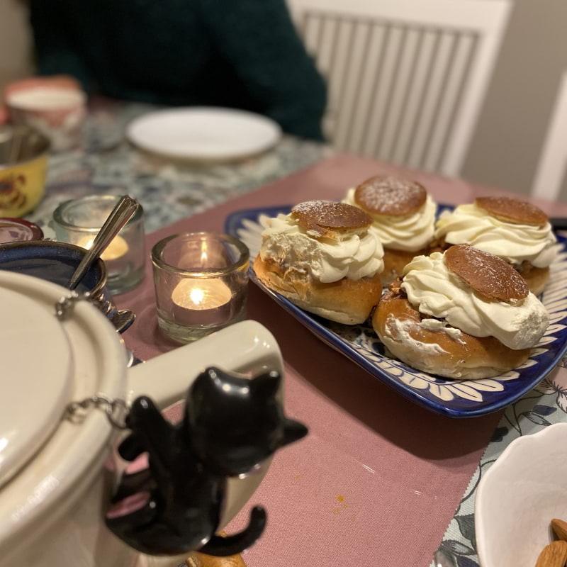 I år blev det take away semlor – Bild från Lillebrors Bageri av Madiha S.