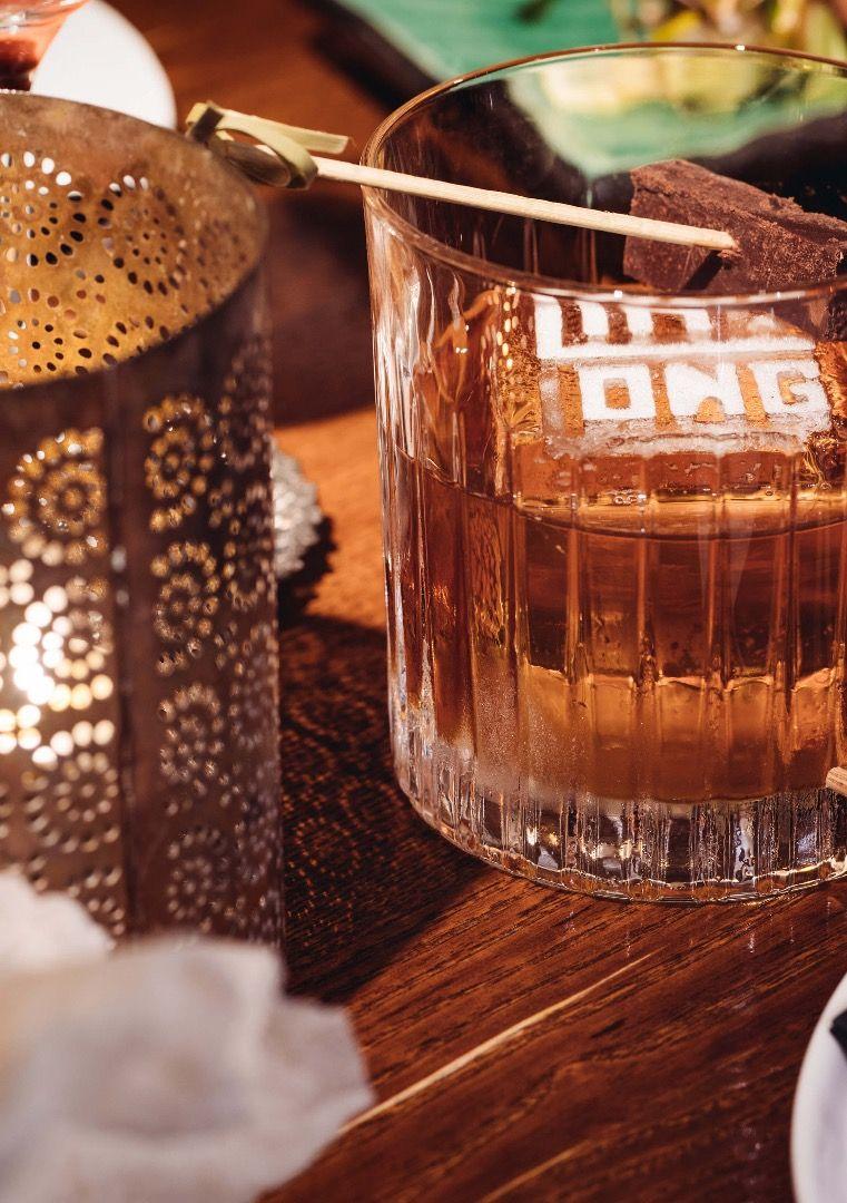 bra drinkar och DJ – Bild från Ling Long av Umur T.