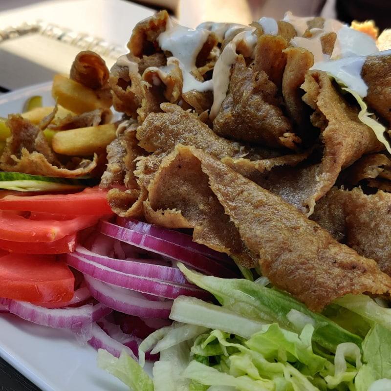 Kebabtallrik – Bild från Lilla Mellanöstern av Shahzad A.