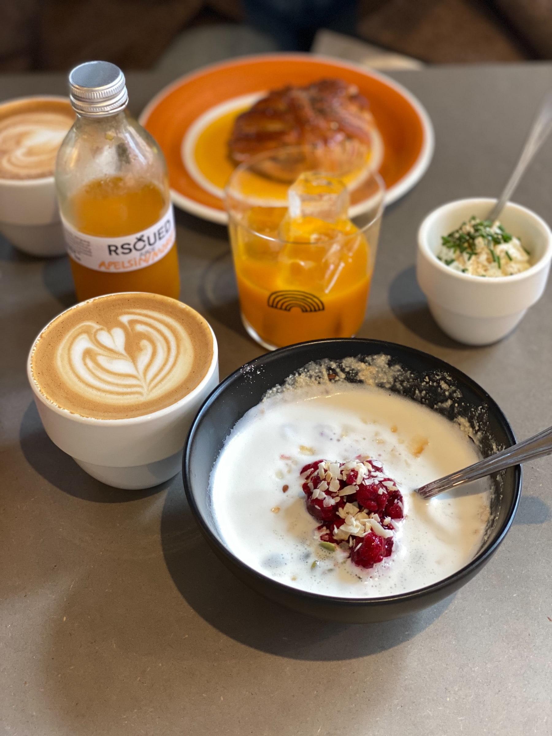 Frukosten är mumsig – Photo from Lykke Kaffegårdar Nytorget by Agnes L.
