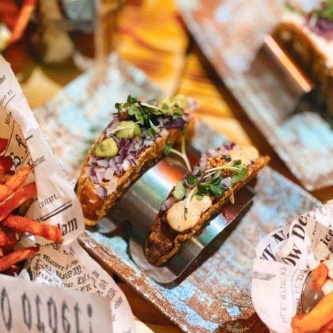 Lax tartar eller råbiff på crispy taco – Bild från Maiz Mexican av Isabelle W.