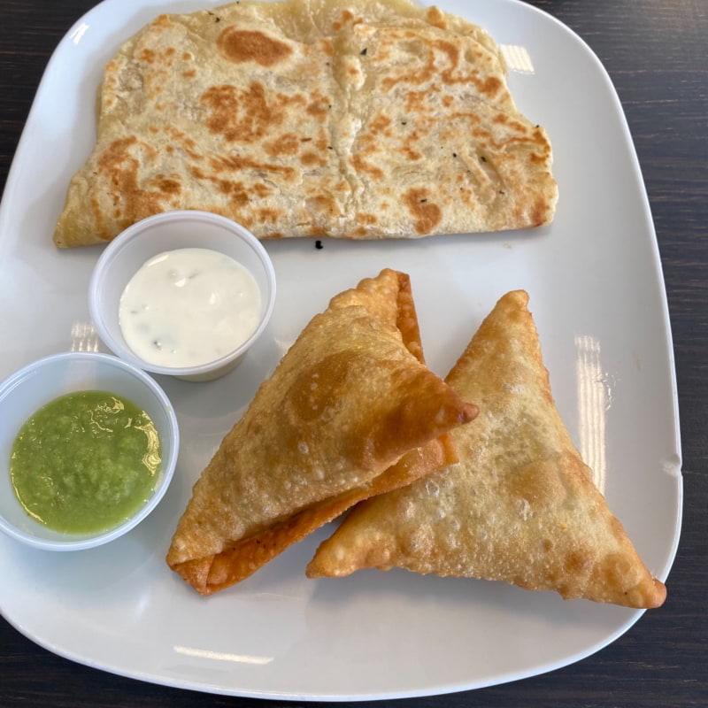 Samosa och chapati – Photo from Marka Cadey by Nancy D.
