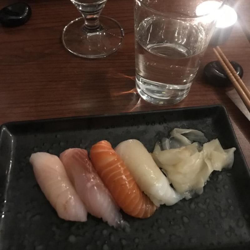 Nigiri (bland annat hamachi, sik, regnbågslax) – Photo from Minako by Jessica K.