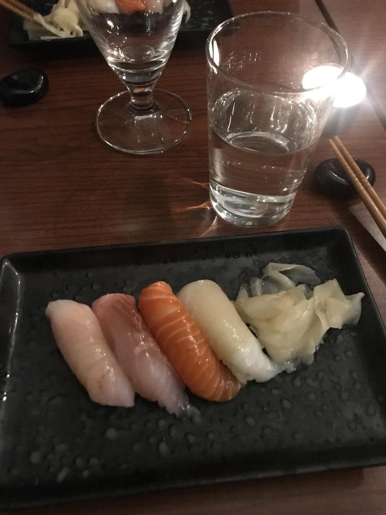Nigiri (bland annat hamachi, sik, regnbågslax) – Bild från Minako av Jessica K.