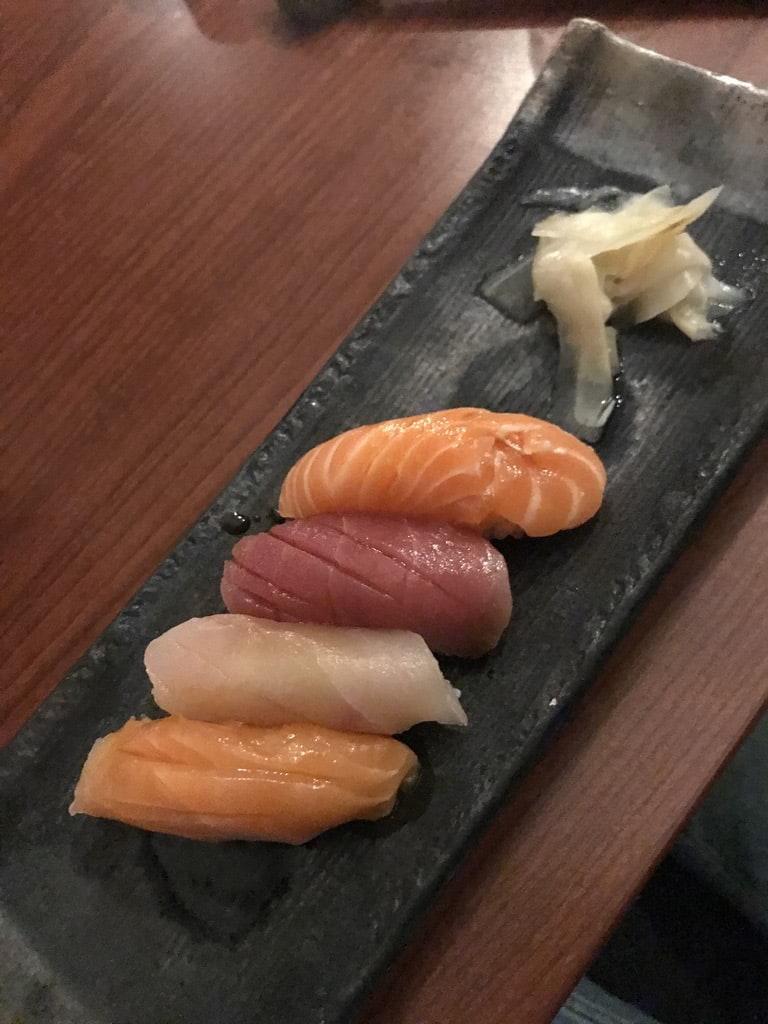 Nigiri (bland annat svärdfisk, tonfisk, lax) – Bild från Minako av Jessica K.