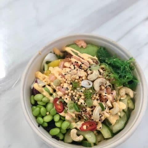 Poké bowl med lax – Bild från Namami av Linn W.