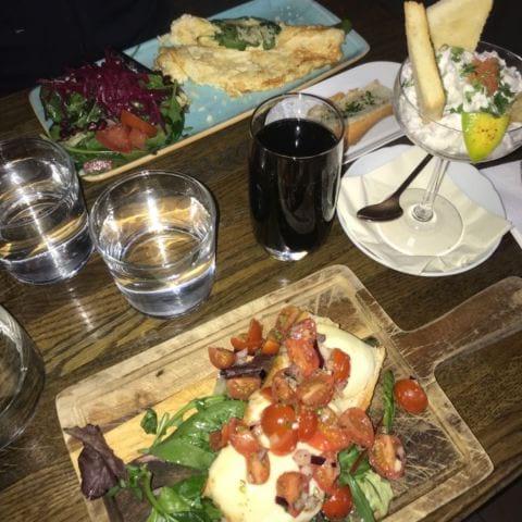 Omelett skagetoast i drink glas och mackan som beskrivs ovan – Bild från NOC av Nicolina U.