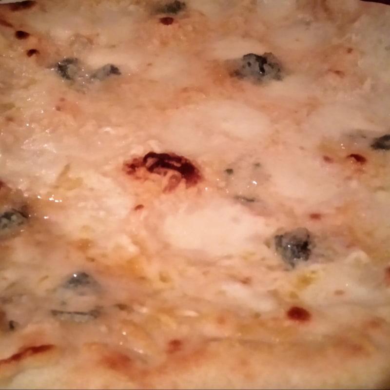 4 formaggi pizza – Bild från Olivia av Katarina D.