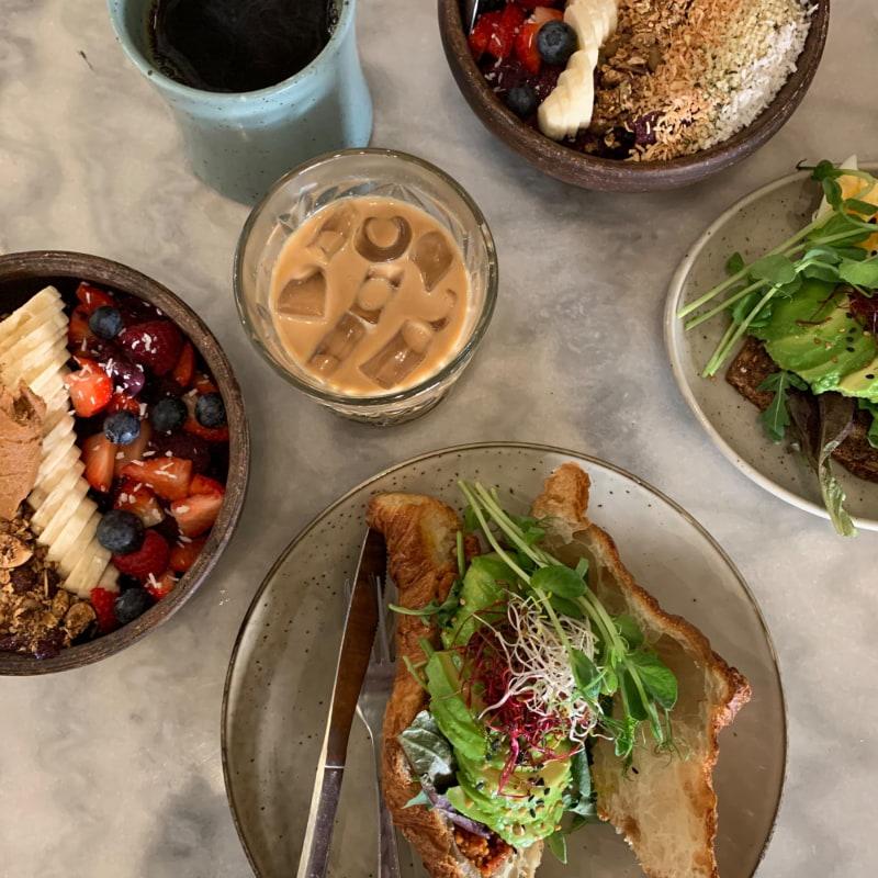 Croissant med avokado, acai bowles & kaffe 😍 – Photo from Omayma by Sarah A.