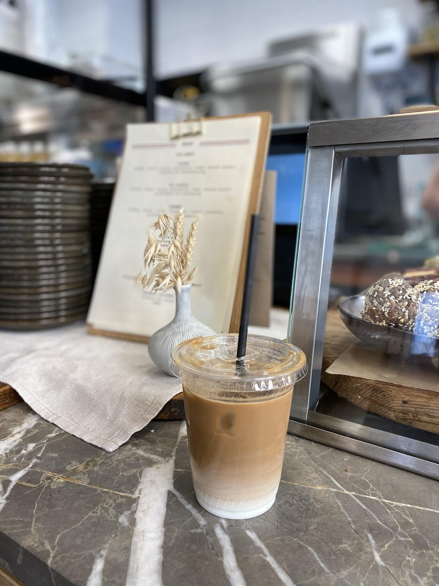 Cold coffee – Bild från Paulas av Madiha S.